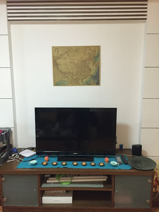 Television with HDMI cable and wifi