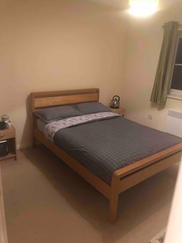 Ty Harlech Luxury Apartment. En suite room.