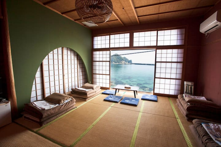 Japanese-style room for 5 people with ocean view