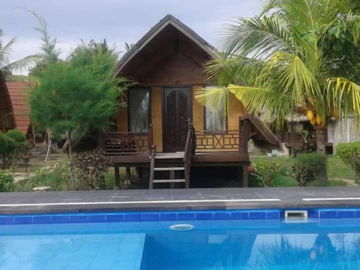 Seaside Gili Air Bungalow with pool & Wifi