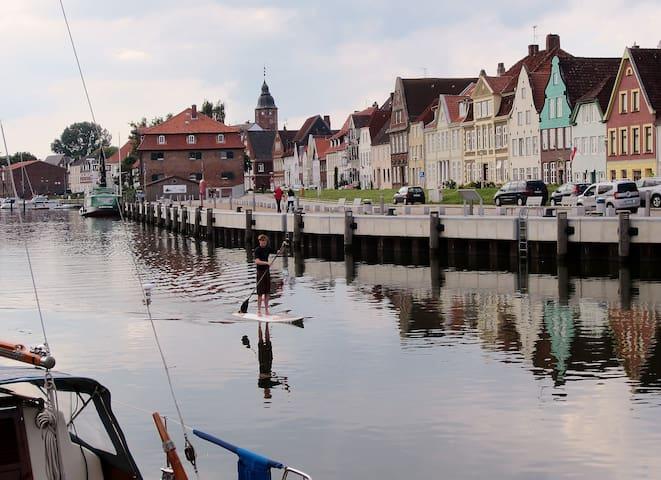"""Ferienwohnung """"Am Jungfernstieg"""" - Glückstadt - Apartamento"""