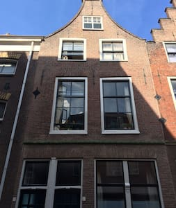 Lovely old house in the center of Leiden - ライデン - アパート