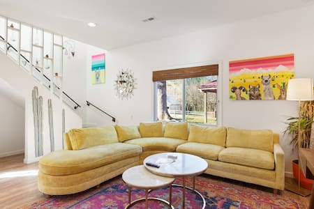 Modern Guest House w/ arcade, foosball, and 3 beds