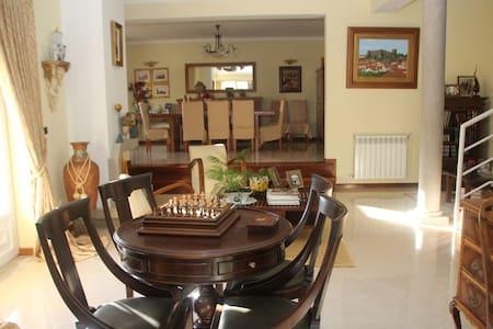 Quartos em vivenda_Serra da Estrela, vista fantást - Haus