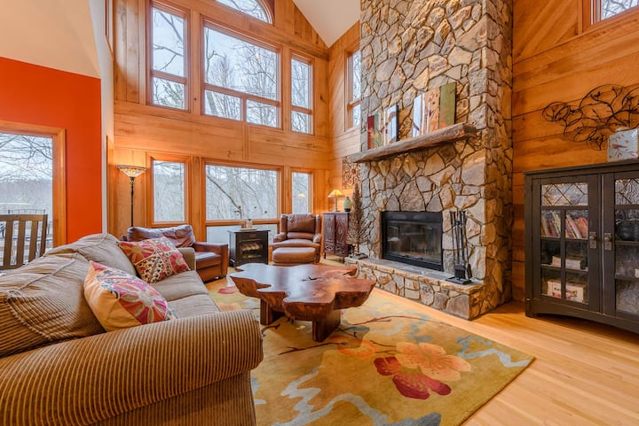 Three-Level Yonahlossee Cottage with Hot Tub, Game Room, Club Amenities