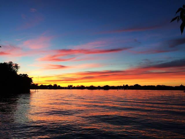 Oasis au bord de l'eau tout près de Montréal!