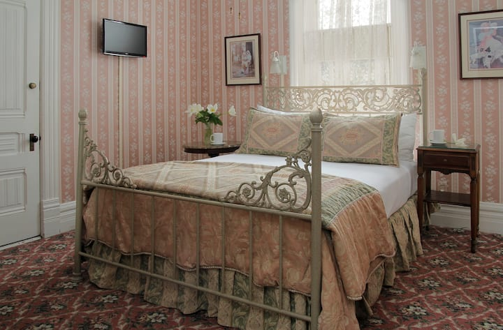 Humboldt Suite - 206 & 207 - Victorian Inn