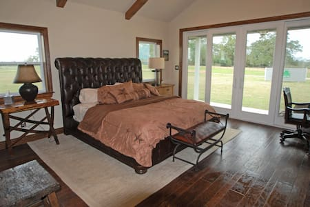 Green Oaks Cattle Company - Texas Guesthouse - Madisonville - Guesthouse