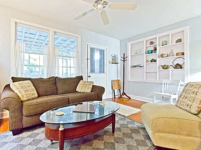 Delightful Pet Friendly Cottage with Fenced Yard and Breezy Screened Porch in Quiet Neighborhood - Jasmines Cottage