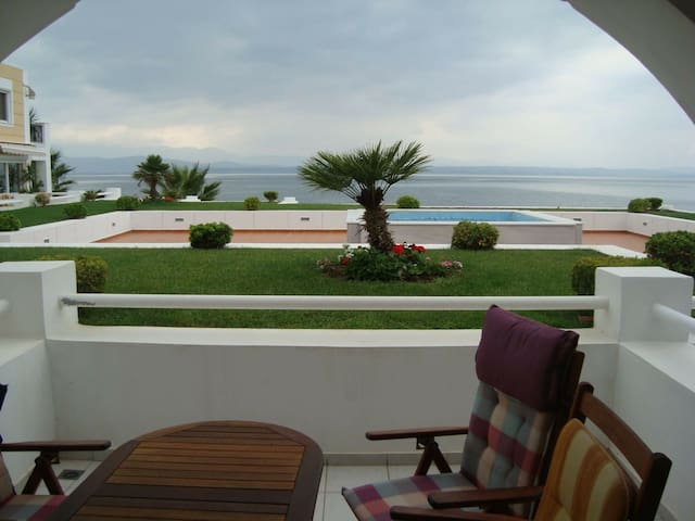 Wonderful apartment in front of the sea! - Eretria - Daire