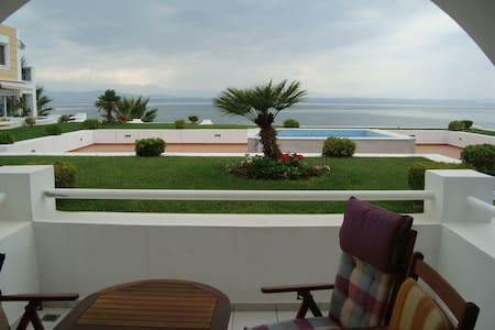 Wonderful apartment in front of the sea! - Eretria - Apartamento