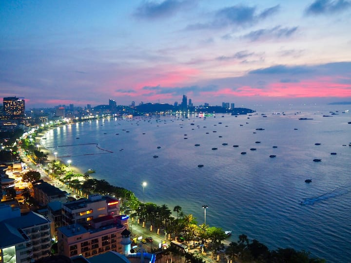 Beach front studio overlooking Pattaya Bay*****