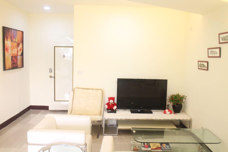 新裝潢房35坪 140平方米大坪數 個人獨立空間,不與其他人共用 二客廳二廚房三衛浴一應俱全