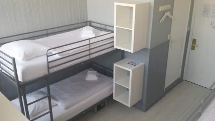 6 Pers. room, 3 bunkbeds, Hotel Dupuis, Valkenburg