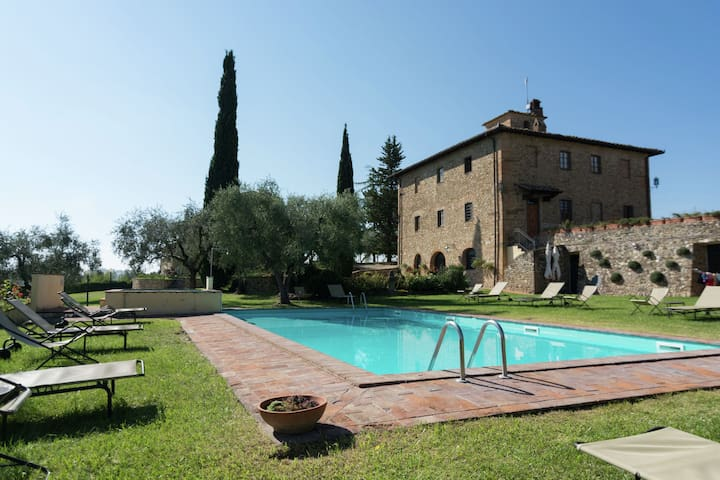 Cottage in Tavarnelle val di Pesa with Pool and Garden