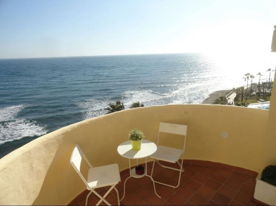 Terraza donde relajar la mirada hacia el mar