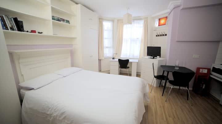 Double studio room in West Kensington 1a