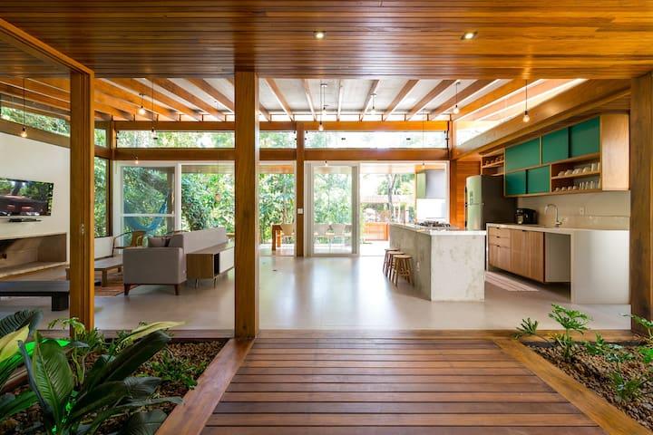 Amazing House in Itamambuca Beach - Brazil