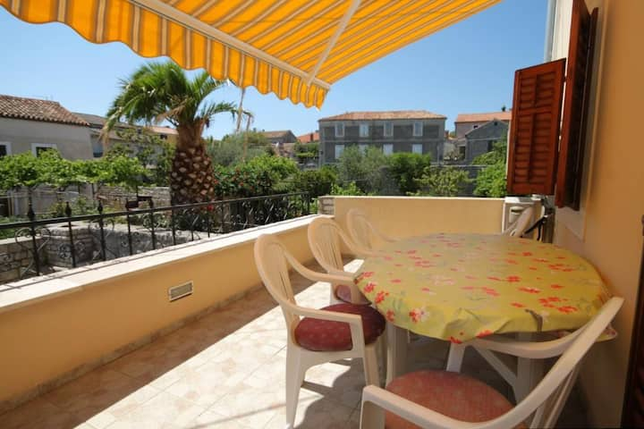 Two bedroom apartment with terrace Osor, Lošinj (A-8088-b)