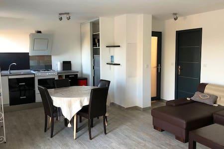 Appartement neuf spacieux au calme Aléria