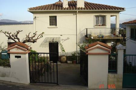 Maison de village avec jardin ( rdc) - Montner