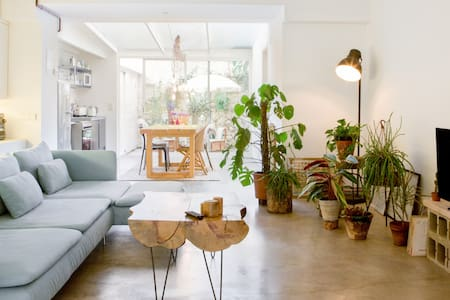 Bohemian Dreams at a Plant-filled Design Loft near the Beach