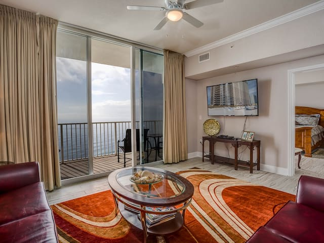 """Spectacular Gulf View Master and 30"""" balcony"""