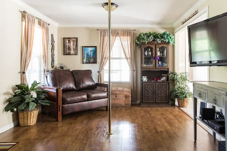 Private Room a mile to Downtown - Paso Robles