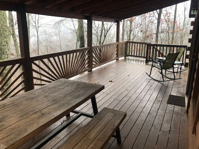 Tall Timbers Log Cabin, RRG, No cleaning/pet fee!