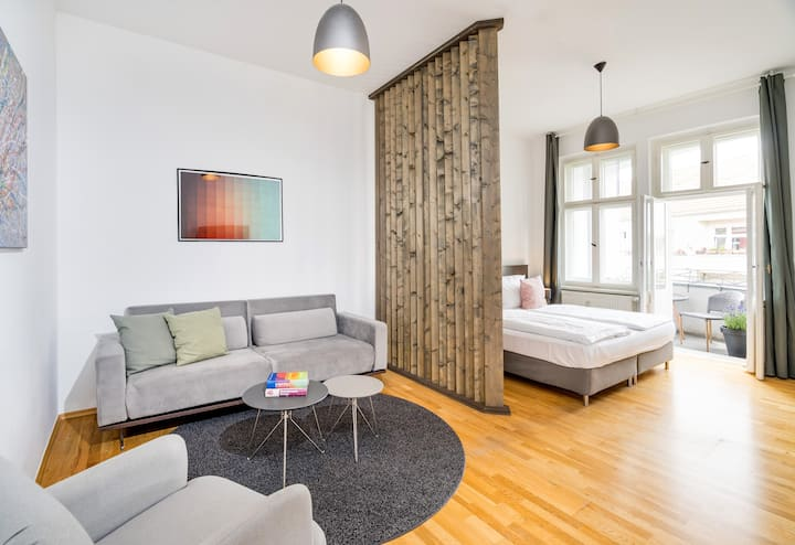 Apartment with 2 Balconies next to Mauerpark