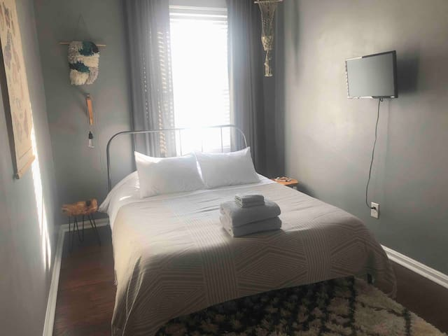 Clean & Cozy Guest Room in Tower Grove South
