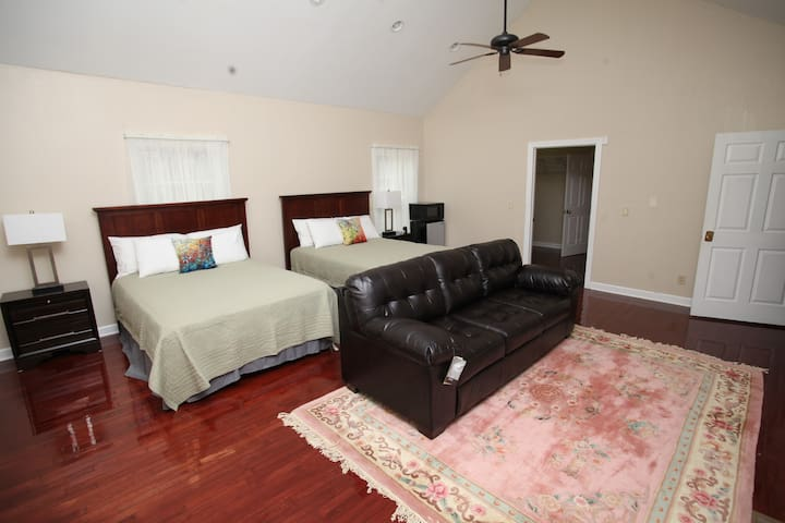 Suite 101 by Aspen Manor: Your Home Away From Home