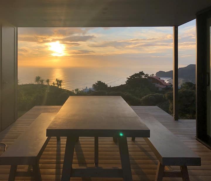 Piha Designer House - Ocean Views (new build 2019)