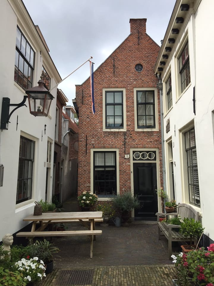 In a monumental house, apartment in Center Haarlem