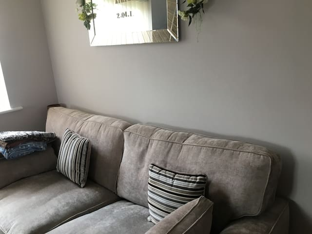 Beautiful home near Leagrave station, very clean
