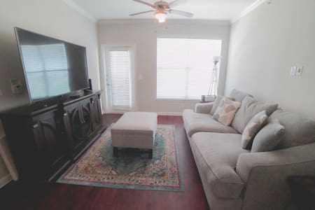 Resort community less than 15 min from domain!