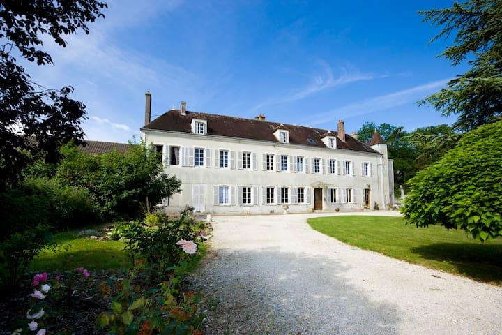 5 Chambres d'hôtes à Tonnerre en pleine nature - Tonnerre - Pensió