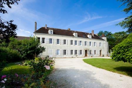 5 Chambres d'hôtes à Tonnerre en pleine nature - Tonnerre - Gästhus
