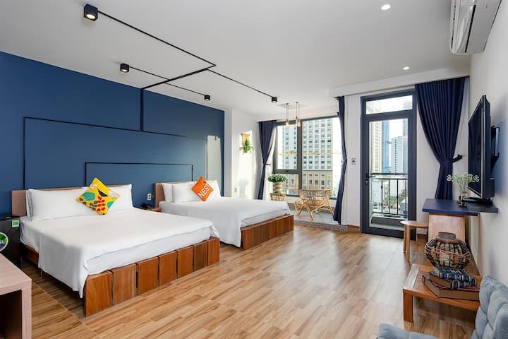 Big, modern room w 2 beds near My Khe Beach