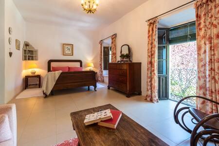 Palacete de Cazulas, Room 1