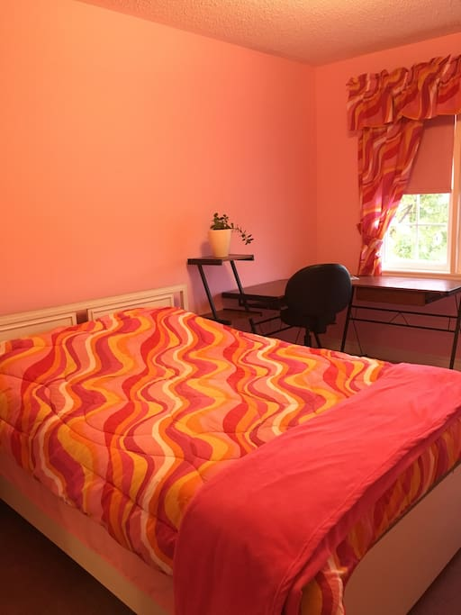 One Pink Bedroom For 2 Guests Houses For Rent In Oshawa Ontario Canada