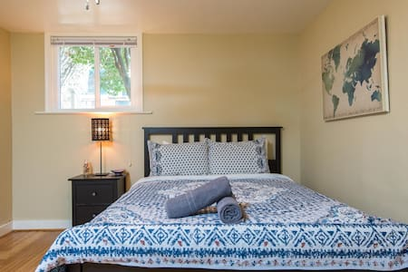 Unique and Charming Basement Apartment Near PSU - Portland - Huoneisto
