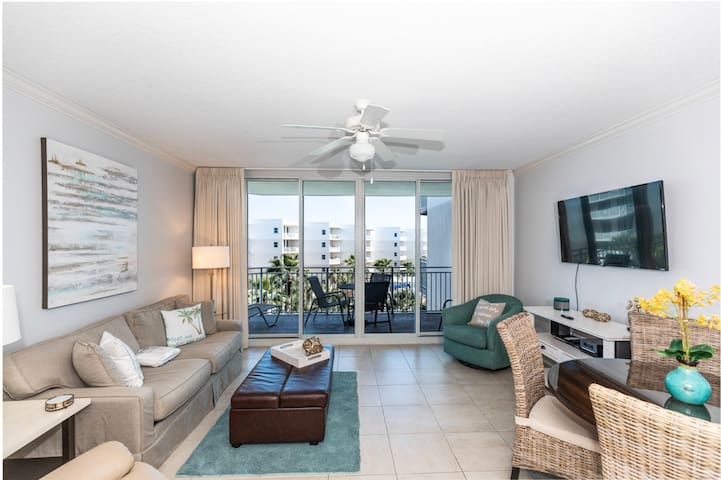 Lovely spacious condo at Waterscape! Washer/dryer in-unit! Waterfall + lazy river on-site!