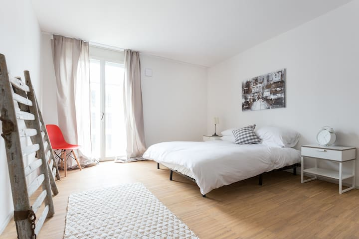 All new high-end apt next to the airport & Zurich - Embrach - Leilighet