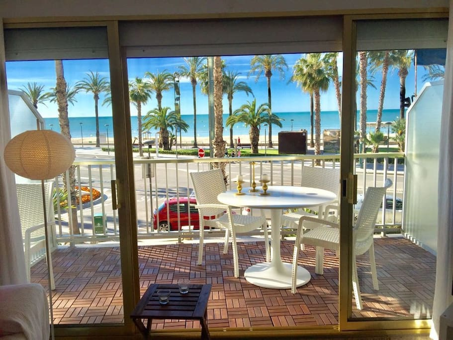 terraza y vistas a la playa