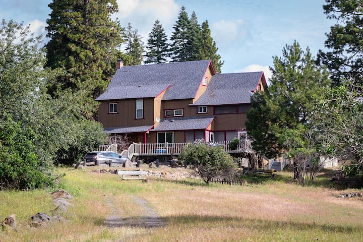 Crystal Creek Lodge ISOLATED and near Crater Lake