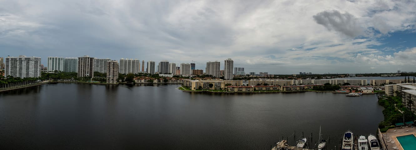 ENTIRE Aventura Condo directly on the water