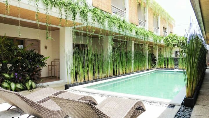 Seminyak: Comfy studio apartment & pool (serviced)