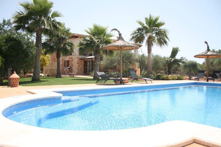 Villa Ca Na Servera, swimming pool, jacuzzi, wifi.
