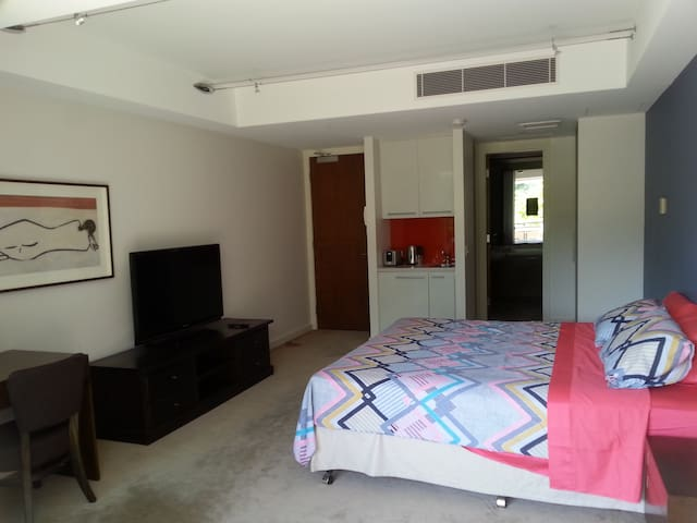 RELAX HERE - Robina - Apartment